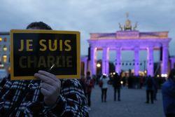 Первый после теракта номер Charlie Hebdo поступил в продажу