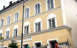 Из-за паломников в Австрии сравняют с землей родной дом Гитлера