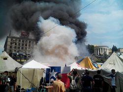 Половина палаток на Майдане сгорела в ходе пожара