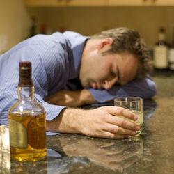 Ученые назвали плюсы и минусы алкоголизма