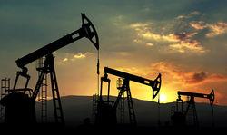 Цена на нефть снижается вместе с ростом объемов сырья в США