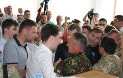 """В Ривному драку Парасюка и """"радикалов"""" разнимали правоохранители"""
