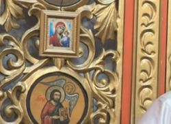 Каждому пятому украинцу безразличен статус православной церкви