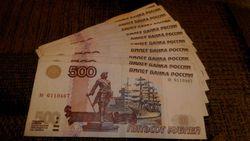 Курс доллара США укрепился к рублю на фоне предложения МОТ в России
