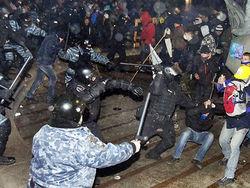 """Видео развлечения """"Беркута"""": митингующего раздели догола на Грушевского"""