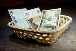 Финансовая система Беларуси все больше зависит от российского рубля