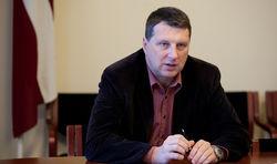 Министр обороны Латвии обещает отстреливать «зеленых человечков»