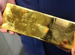 Золото на негативной статистике из ЕС дешевеет