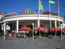 РФ вводит свои санкции: в Макдональдсах запретят чизбургеры