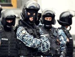 """Тягнибок требует от власти объяснений по поводу пребывания """"Беркут"""" в правительственном квартале"""