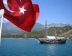 Чрезвычайный и полномочный посол Турции в Украине Мехмет Самсар сообщает, что в этом году украинские туристы выбрали именно турецкиое направление отдыха.