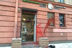 Веганы разгромили мясной магазин в Петербурге