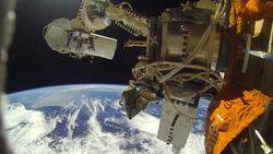 Астронавты России успешно установили камеры на внешнем борту МКС