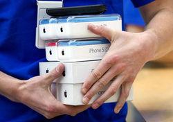 Из-за ажиотажного спроса поставки новых iPhone в Россию могут отложить