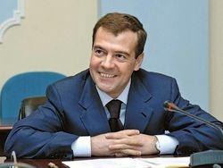 Пенсии крымчанам выделят по курсу 3,8 рублей за гривну – Медведев