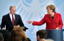 Меркель считает, что Путин должен потребовать от сепаратистов разоружиться
