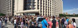 Захарченко ответил митингующим в Донецке: ДНР в Украину не вернется