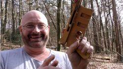 На YouTube много видео о том, как сделать оружие
