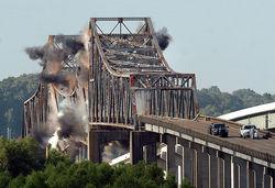 Под Славянском возобновились бои и взорван мост