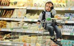 Россияне стали больше откладывать на «черный день» и покупать валюту