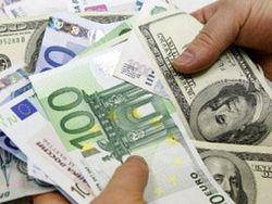 Евро снизился к курсу доллара на 0,07% на Форекс после слабых данных ЕС