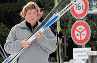 Канцлер Германии Ангела Меркель получила серьезные травмы при катании на лыжах