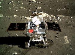"""Луноход Китая Yutu """"проснулся"""" и готов исследовать Луну"""