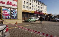 Возле ТЦ в центре Луганска прогремел взрыв