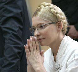 """Тимошенко призывает убрать с """"Евромайдана"""" политические знамена"""