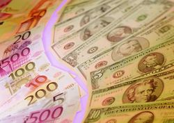Курс евро на Forex снижается к доллару