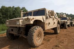 Как в Украине обычный американский джип превращают в кошмар для боевиков