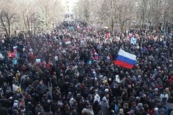 В Луганскую область начали завозить российские паспорта