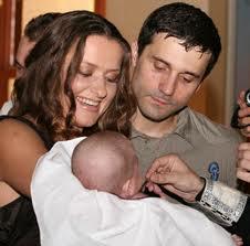 Синод РПЦ разъяснил, когда можно крестить детей от суррогатных матерей