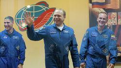 Космонавты России успешно вернулись на Землю с МКС