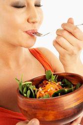 Поглощение еды без спешки помогает контролировать свой вес – ученые