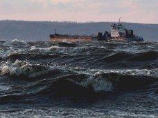 Сильный ветер закрыл паромную переправу в Крым