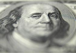 Российские банки испытывают острый дефицит доллара из-за санкций