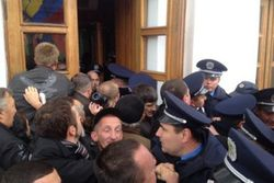 """""""Свобода"""" и УДАР решили возглавить коммунальную революцию в Украине"""