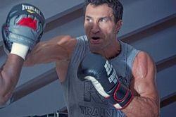 Кличко сломал нос британскому боксеру, готовясь к бою с Поветкиным