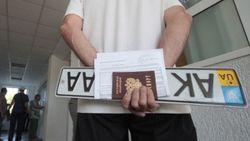 Киев советует крымчанам сохранять украинские автономера и после 1 апреля