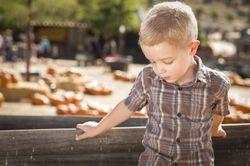 Ученые назвали тестостерон причиной проблем с речью у мальчиков