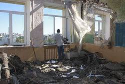 Донецк рушат из крупнокалиберного оружия
