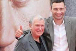 Здунек считает, что из-за политики Кличко уже не вернется на ринг