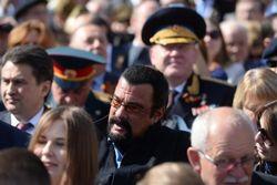 Стивен Сигал побывал на параде Победы в Москве