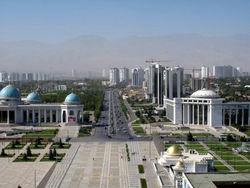 Каждый житель Туркменистана бесплатно получит 120 литров бензина в месяц