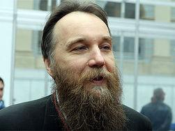 На Путина с разных сторон давят православные и либералы – Дугин