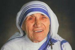 Папа Римский Франциск причислил к лику святых мать Терезу