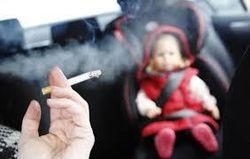 В Британии запрещают курение в авто с детьми
