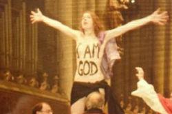 FEMEN сорвала рождественскую мессу в Кельнском соборе