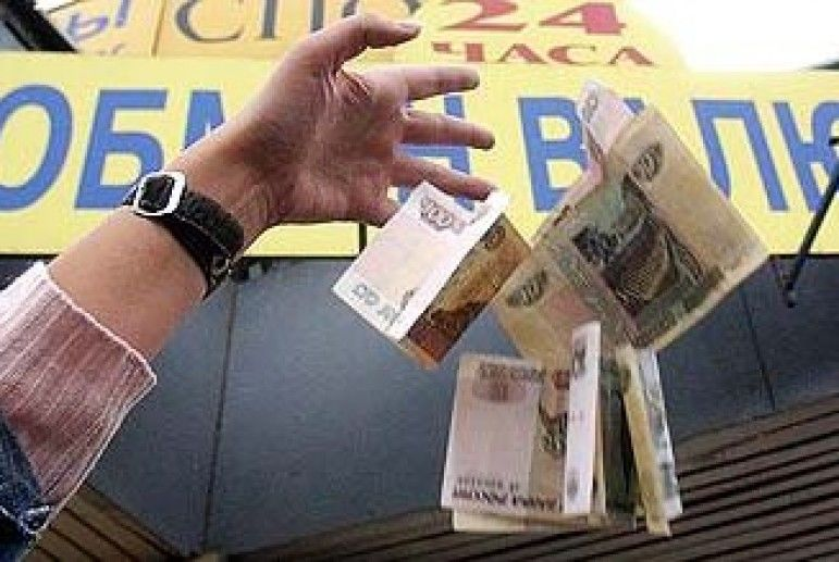 Евро вырос вцене на 1%, акурс доллара заметно снизился